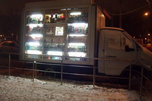 refreshment truck outside the great moscow state circus