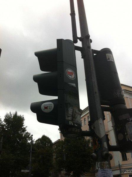 Berlin doesnt love you sticker on a traffic light