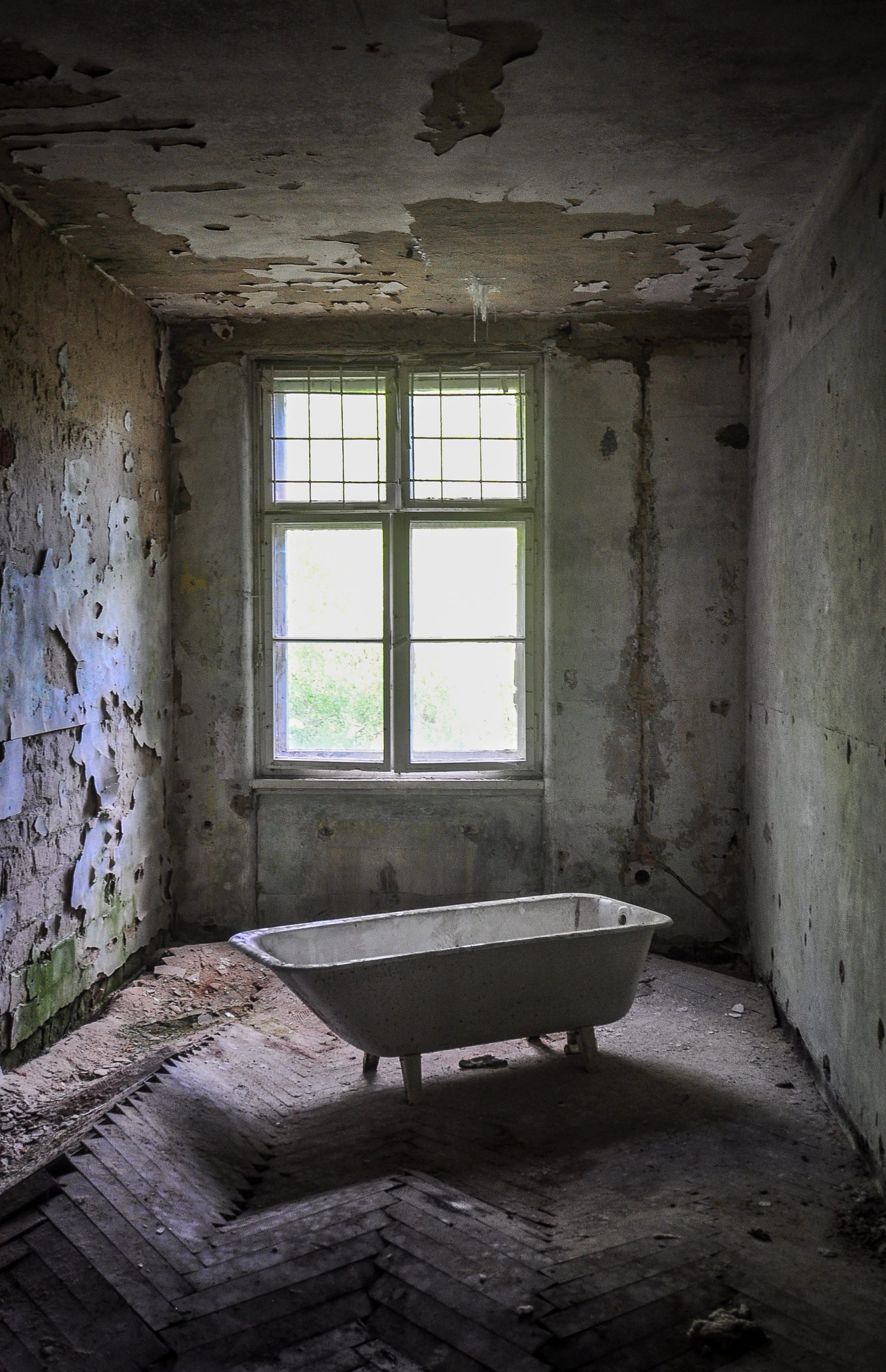 bathtub room kaserne krampnitz abandoned potsdam berlin Kavallerieschule barracks Panzertruppenschule nazi soviet military base germany deutschland