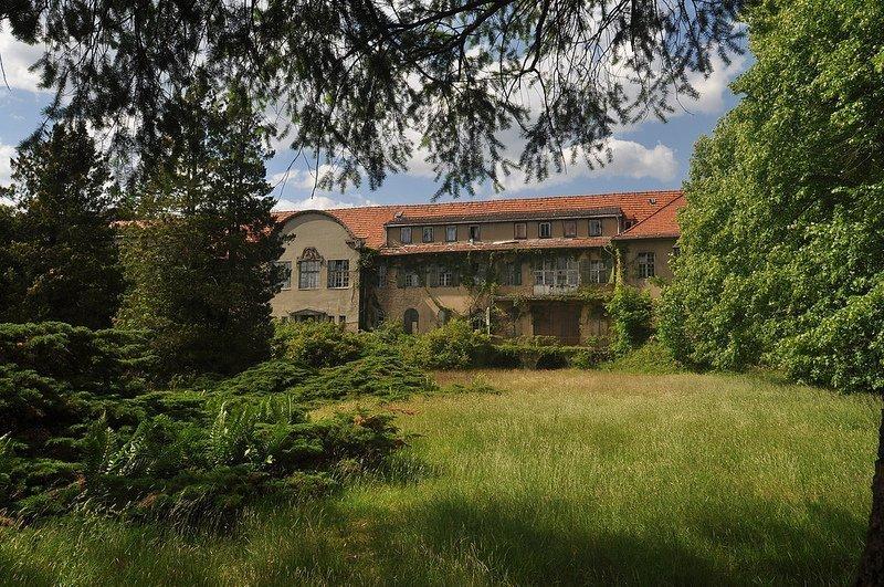 Front View of the Sanatorium E