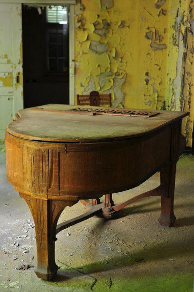 The abandoned Piano in the foyer of the Sanatorium E in Potsdam