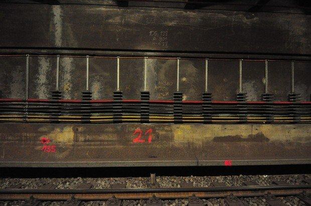 Bauarbeiter Kennzeichen im U-Bahn Tunnel