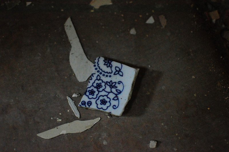 flower pattern on broken porcelain