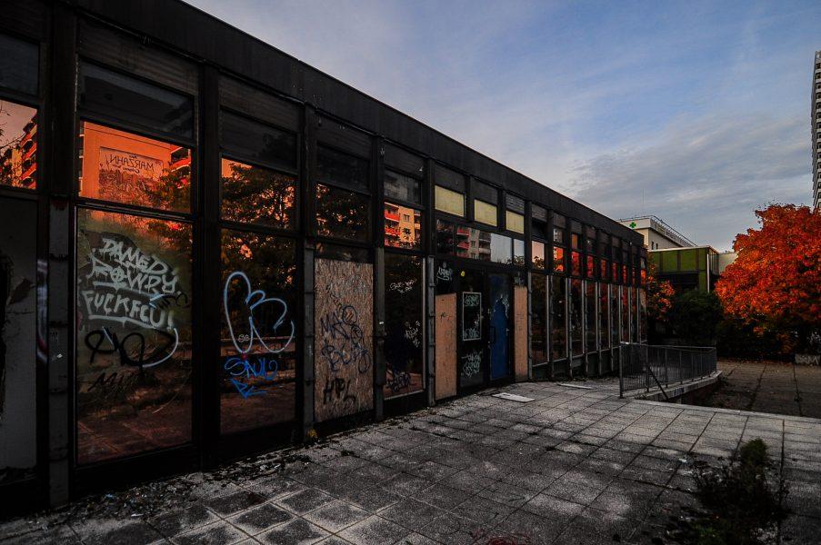 kino sojus aussen outside abandoned cinema verlassenes kino lost places abandoned berlin germany