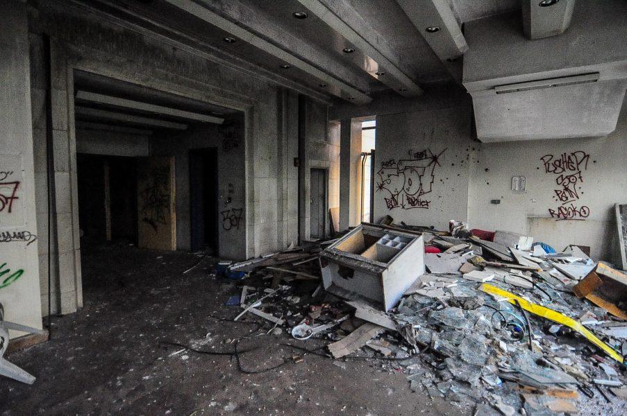 kino sojus eingang abandoned cinema verlassenes kino lost places abandoned berlin germany