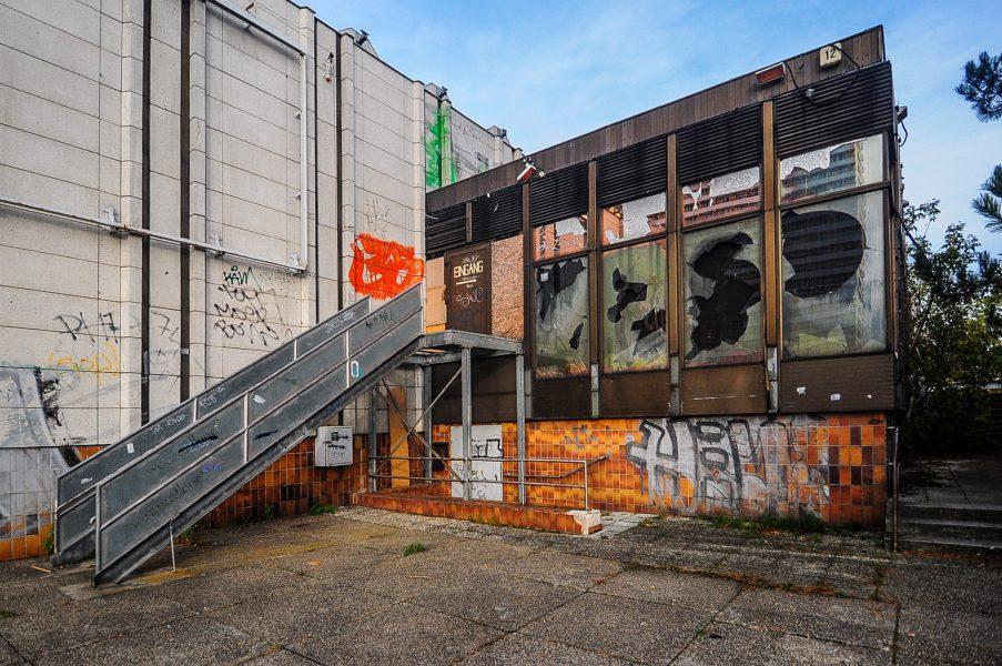 kino sojus entrance abandoned cinema verlassenes kino lost places abandoned berlin germany