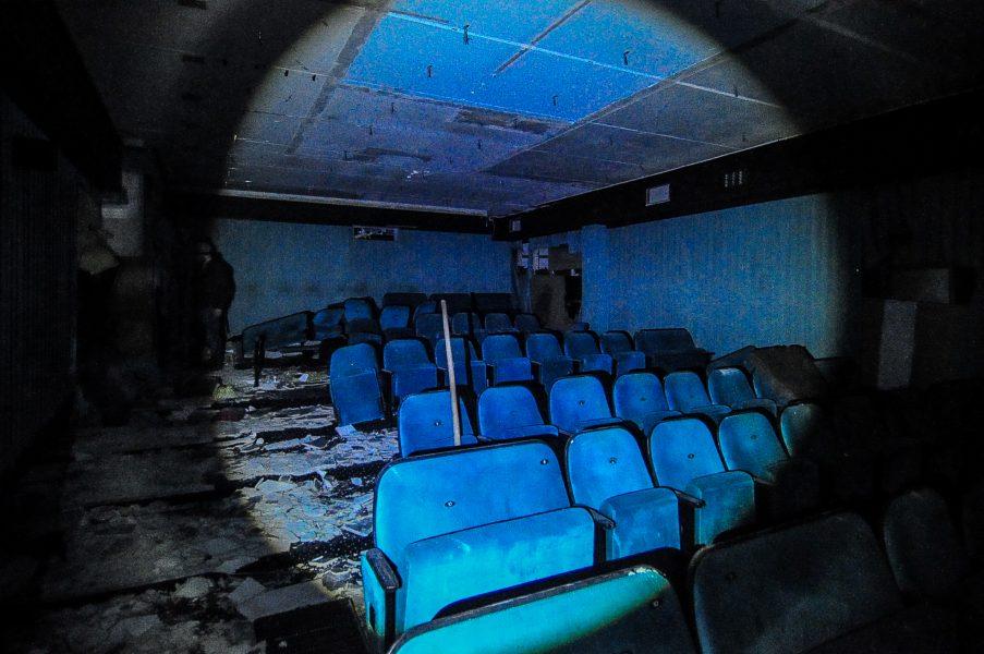 kino sojus lower screen cinema seats abandoned cinema verlassenes kino lost places abandoned berlin germany