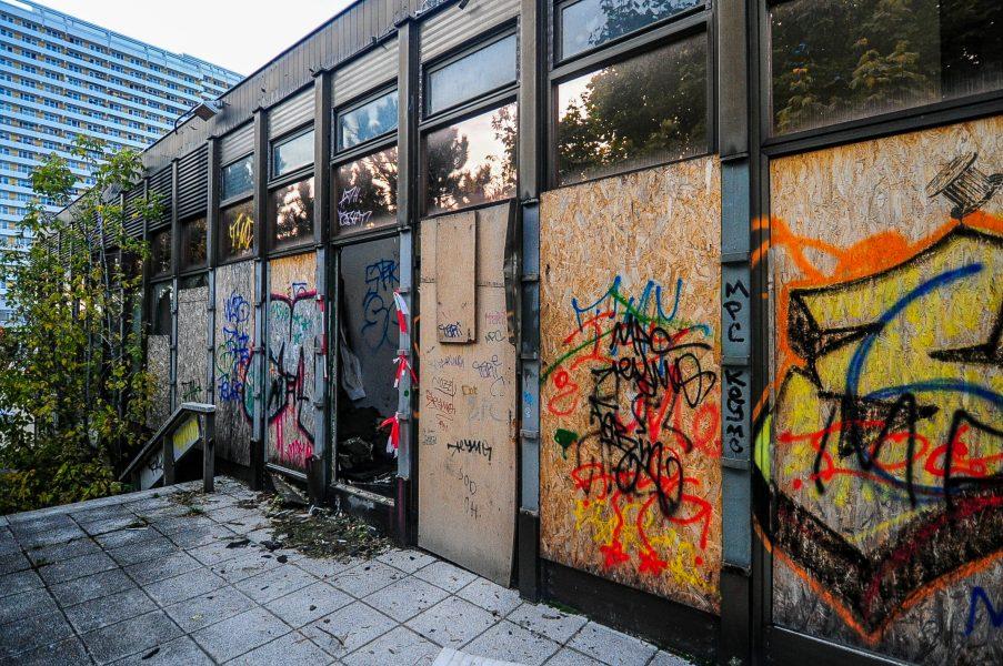 kino sojus outside abandoned cinema verlassenes kino lost places abandoned berlin germany