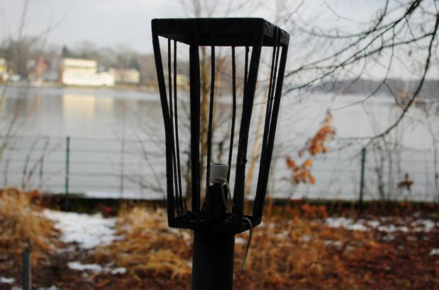 broken streetlamp