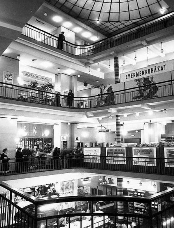 Upper Floors of the Párizsi Nagy Áruház in 1974 - photo via: etronom.hu
