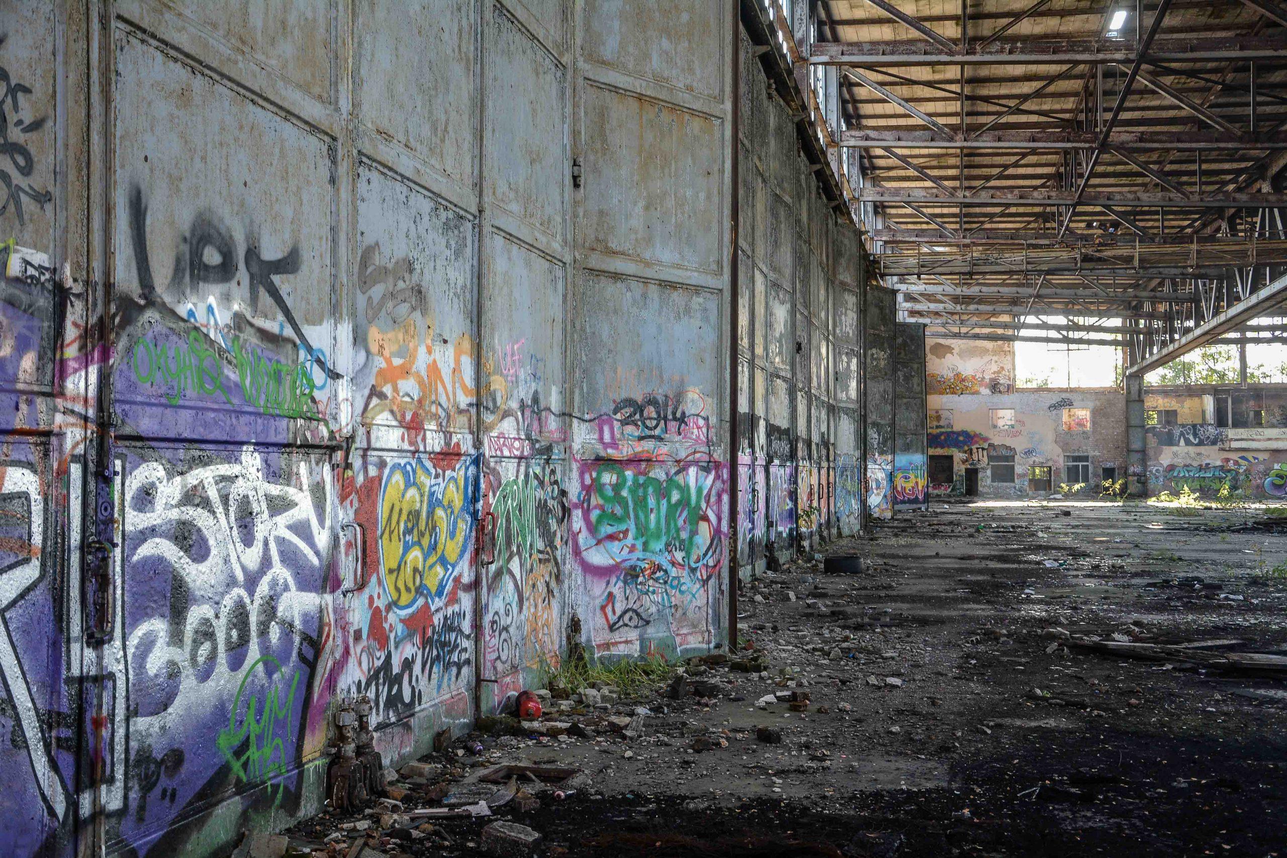 einflughalle aircraft hangar tuer flugplatz oranienburg urbex abandoned lost places brandenburg