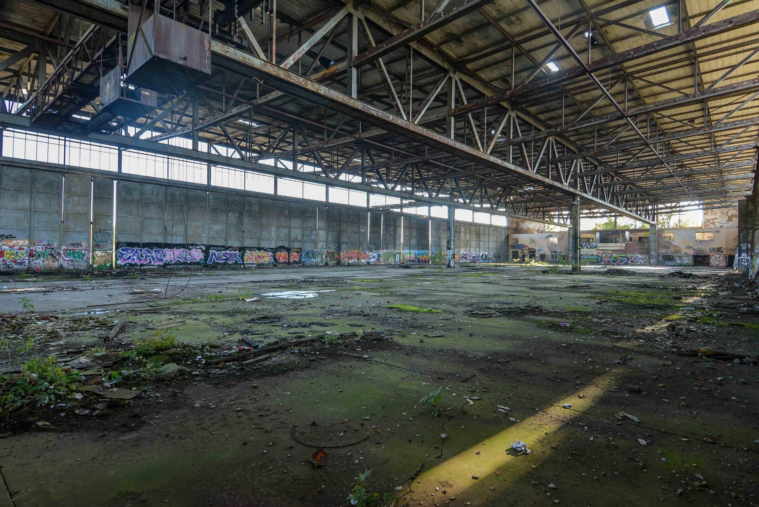 einflughalle innen ansicht lang flugplatz oranienburg urbex abandoned lost places brandenburg