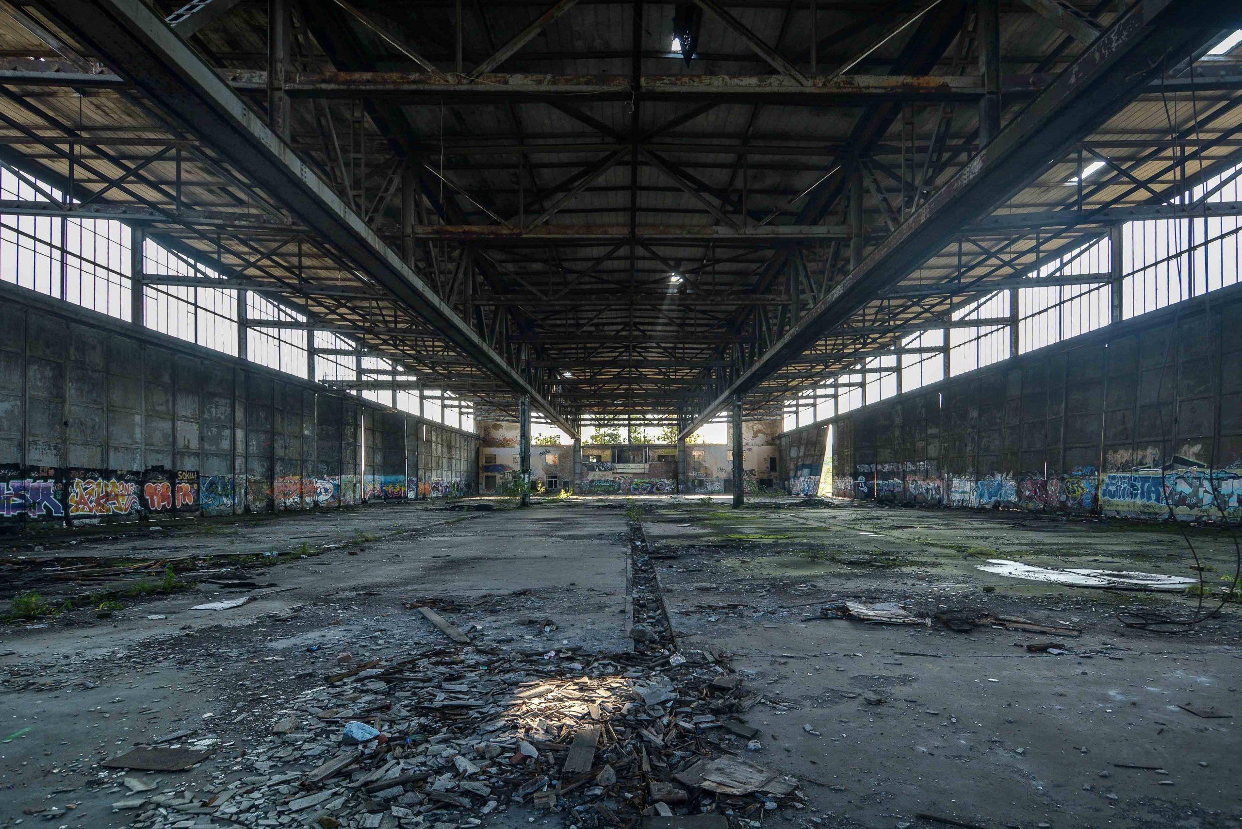 interior aircraft hangar einflughalle flugplatz oranienburg urbex abandoned lost places brandenburg