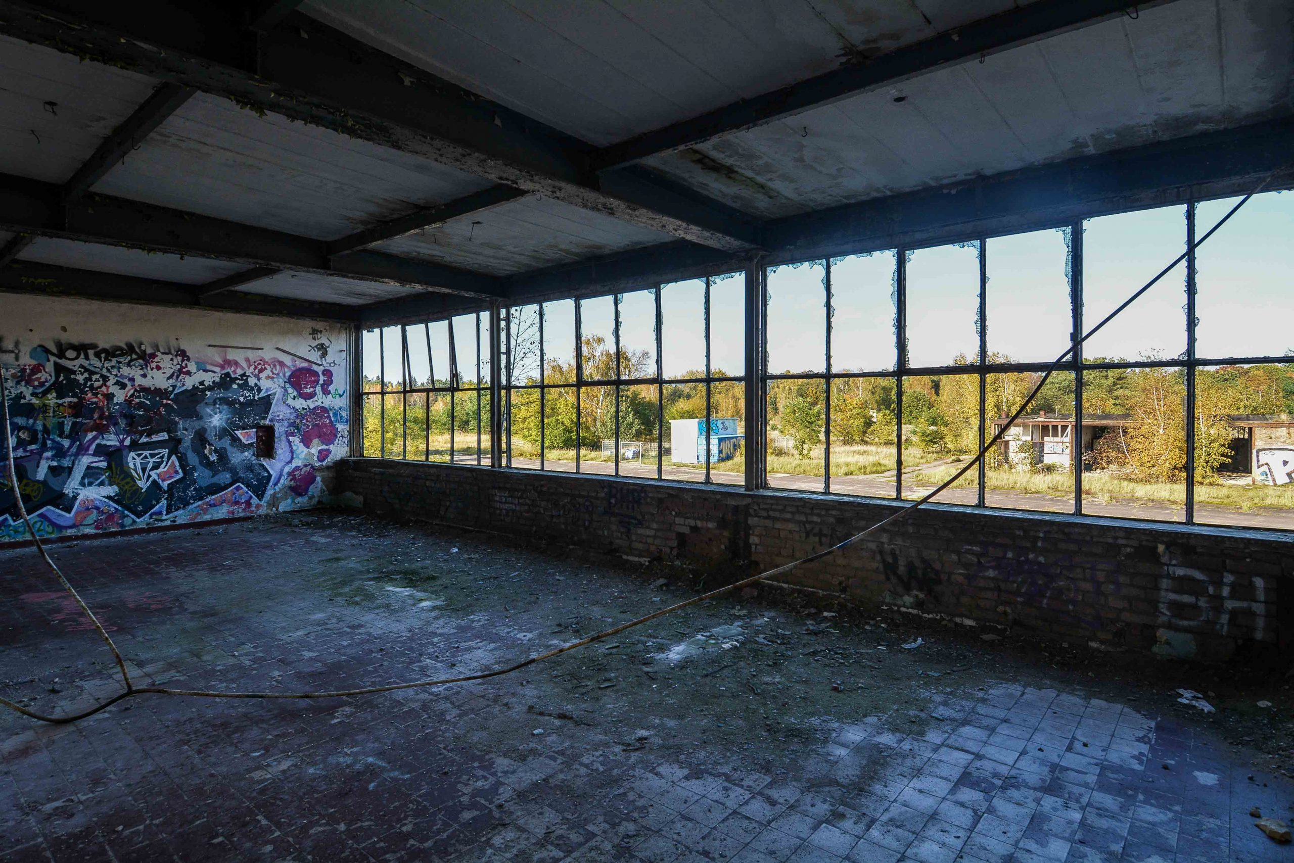 long window flugplatz oranienburg urbex abandoned lost places brandenburg