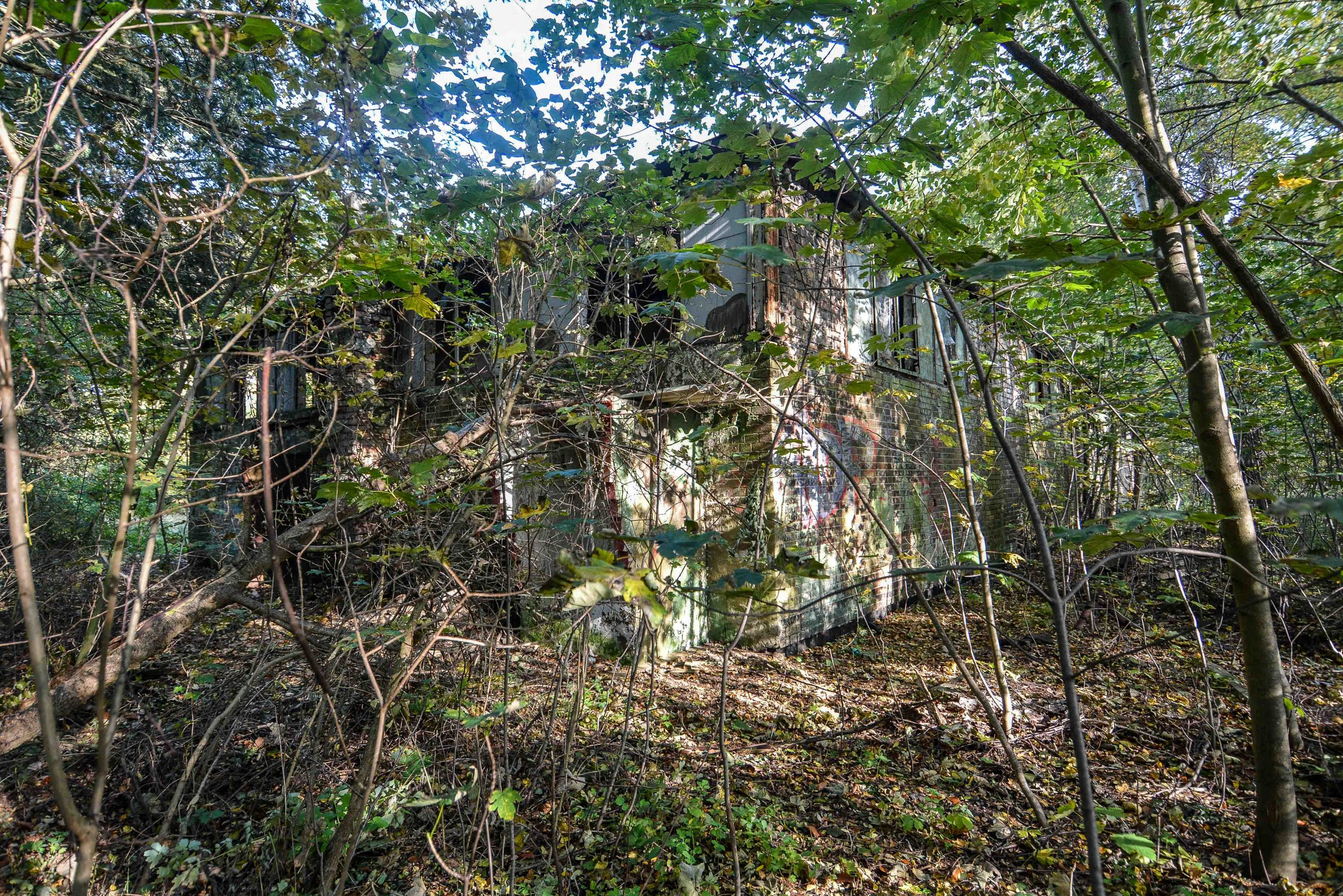 overgrown building soviet red army flugplatz oranienburg urbex abandoned lost places brandenburg