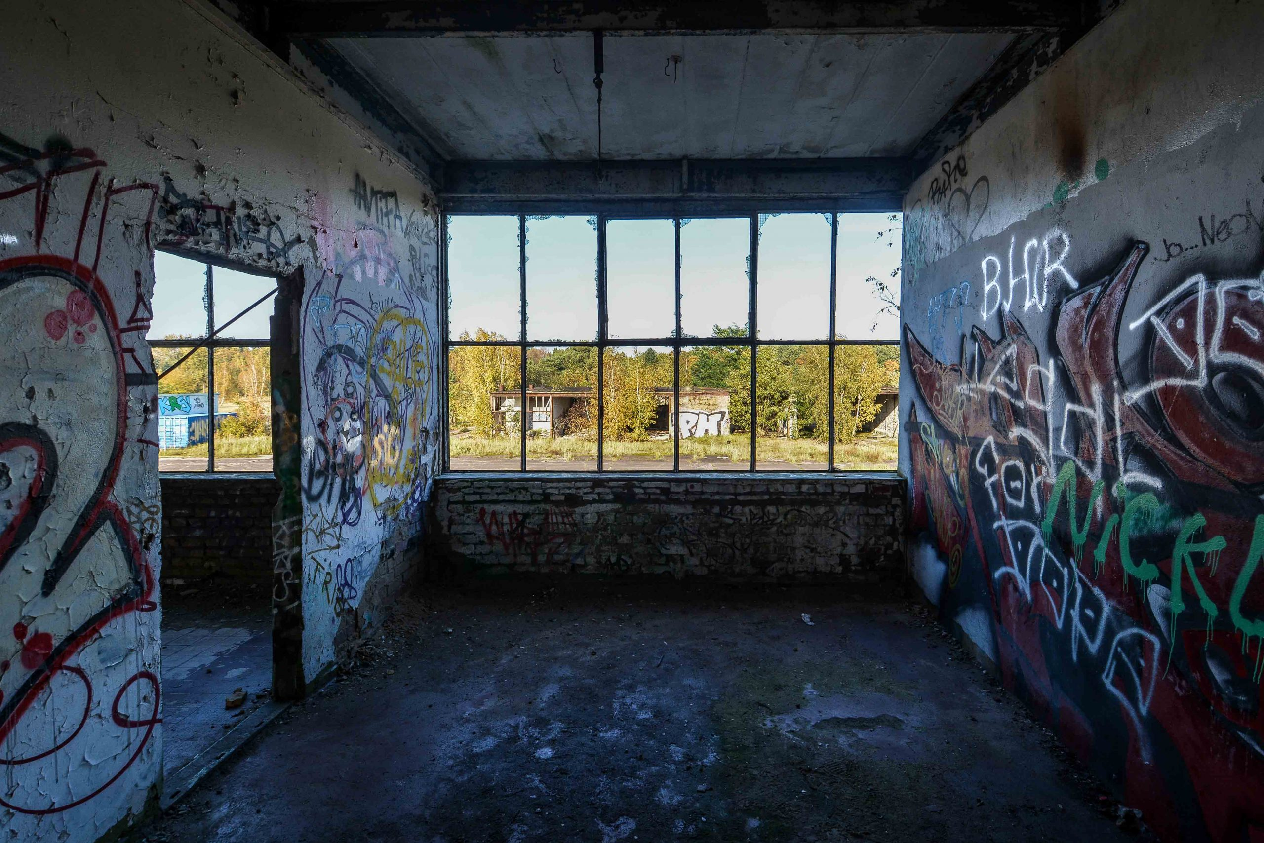 upper floor window flugplatz oranienburg urbex abandoned lost places brandenburg