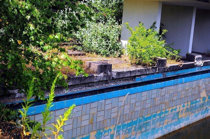 abandoned pool starting block berlin