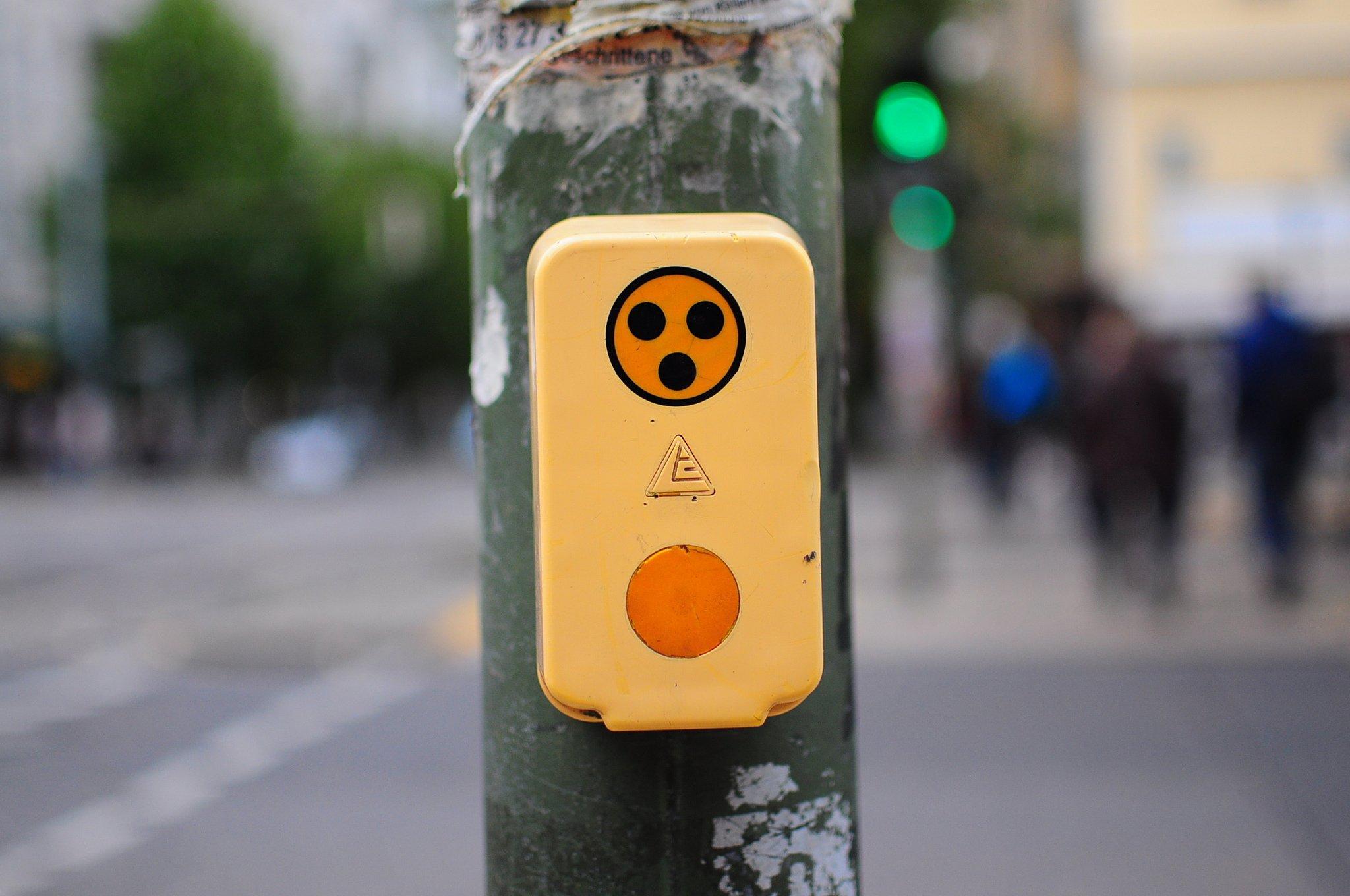 german crosswalk pedestrian button ampel knopf blinden