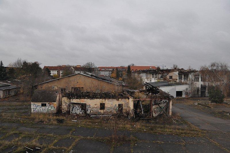 burnt buildings veb kuehlautomat berlin