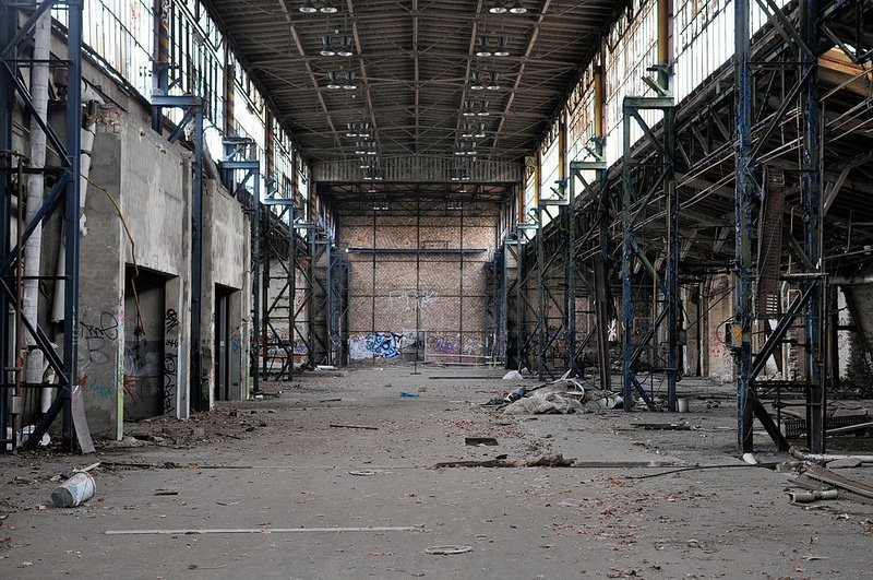 empty factory hall veb kuehlautomat berlin