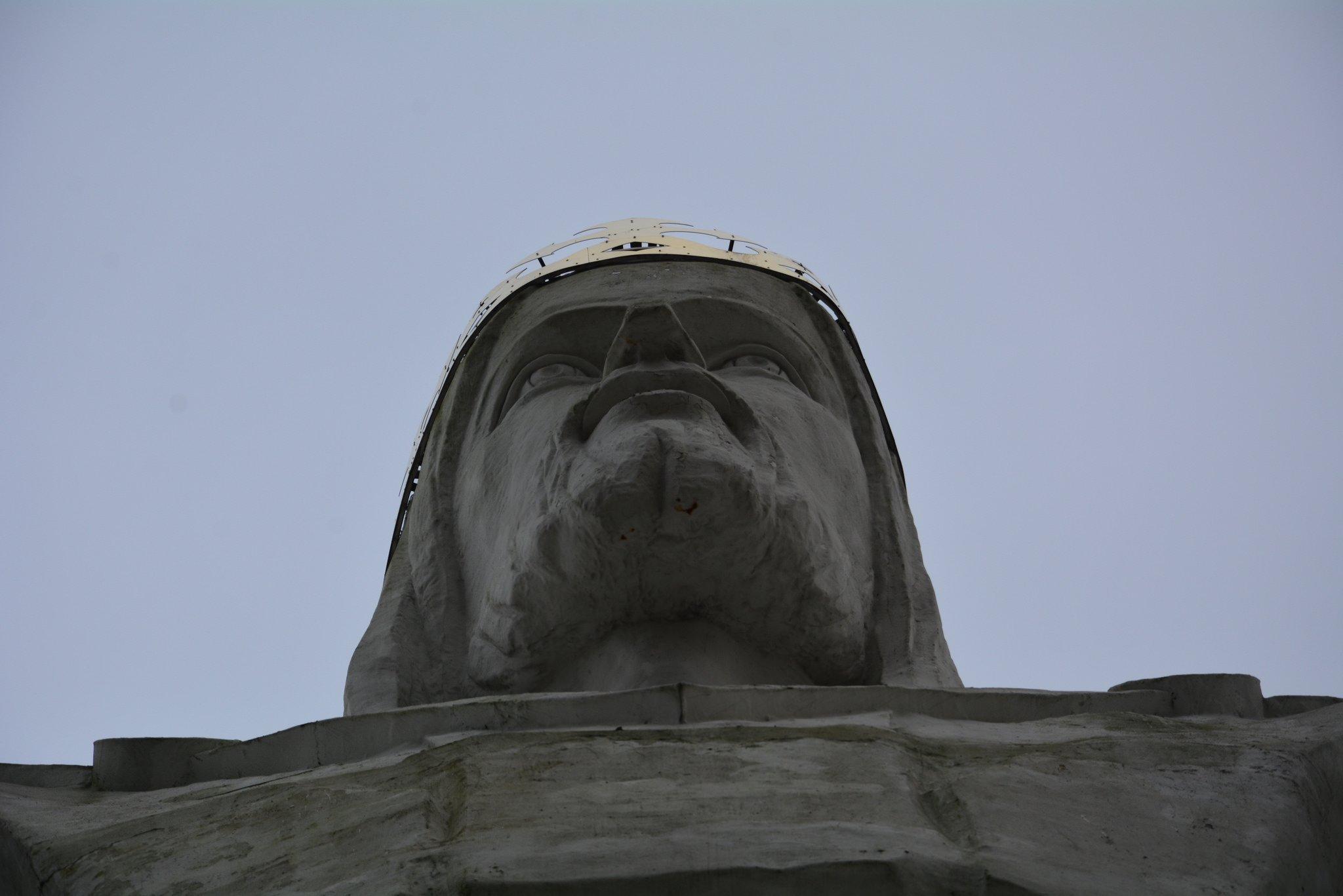 Pomnik Chrystusa Krola jesus statue swiebodzin poland face view