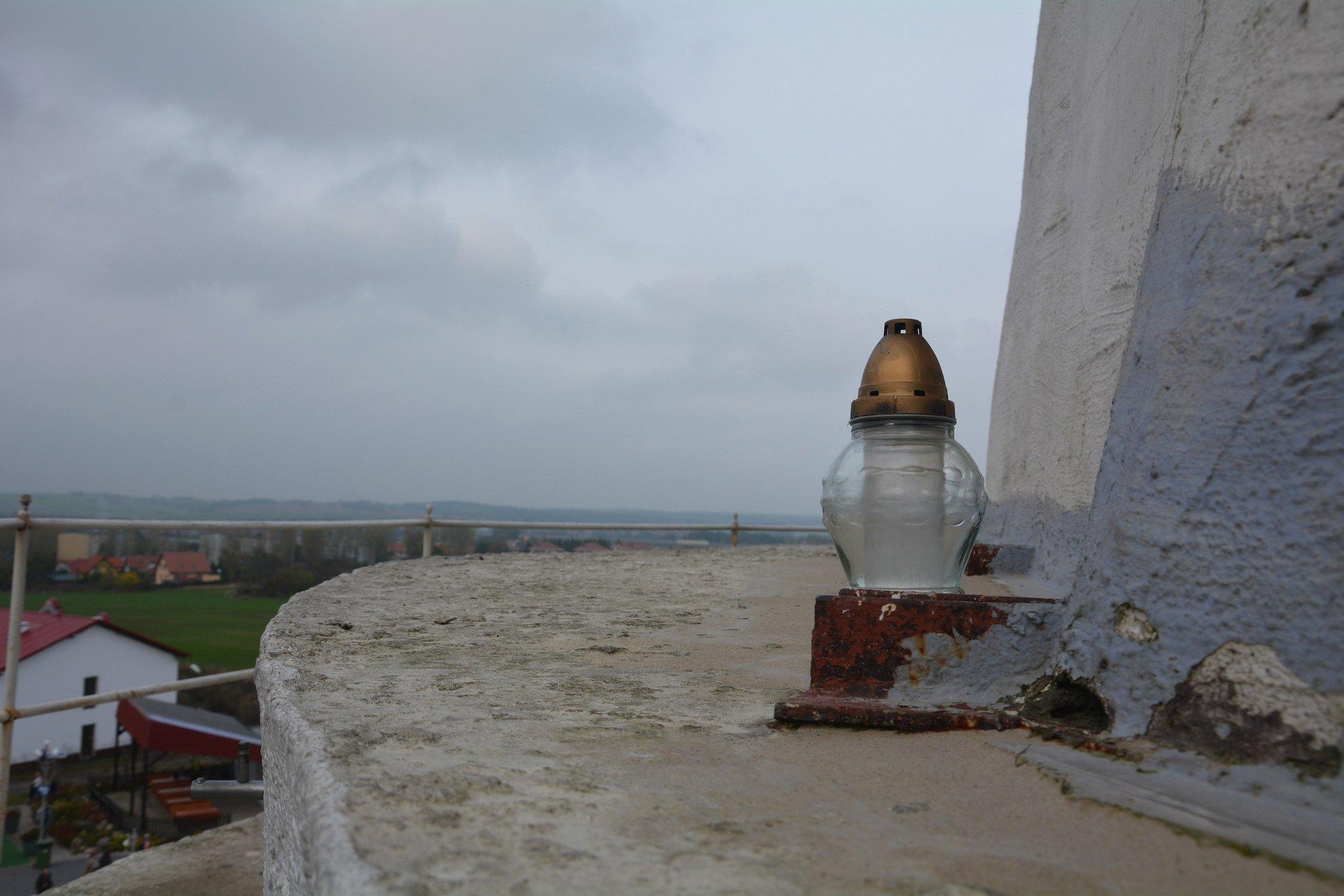 prayer candle Pomnik Chrystusa Krola jesus statue swiebodzin poland front view