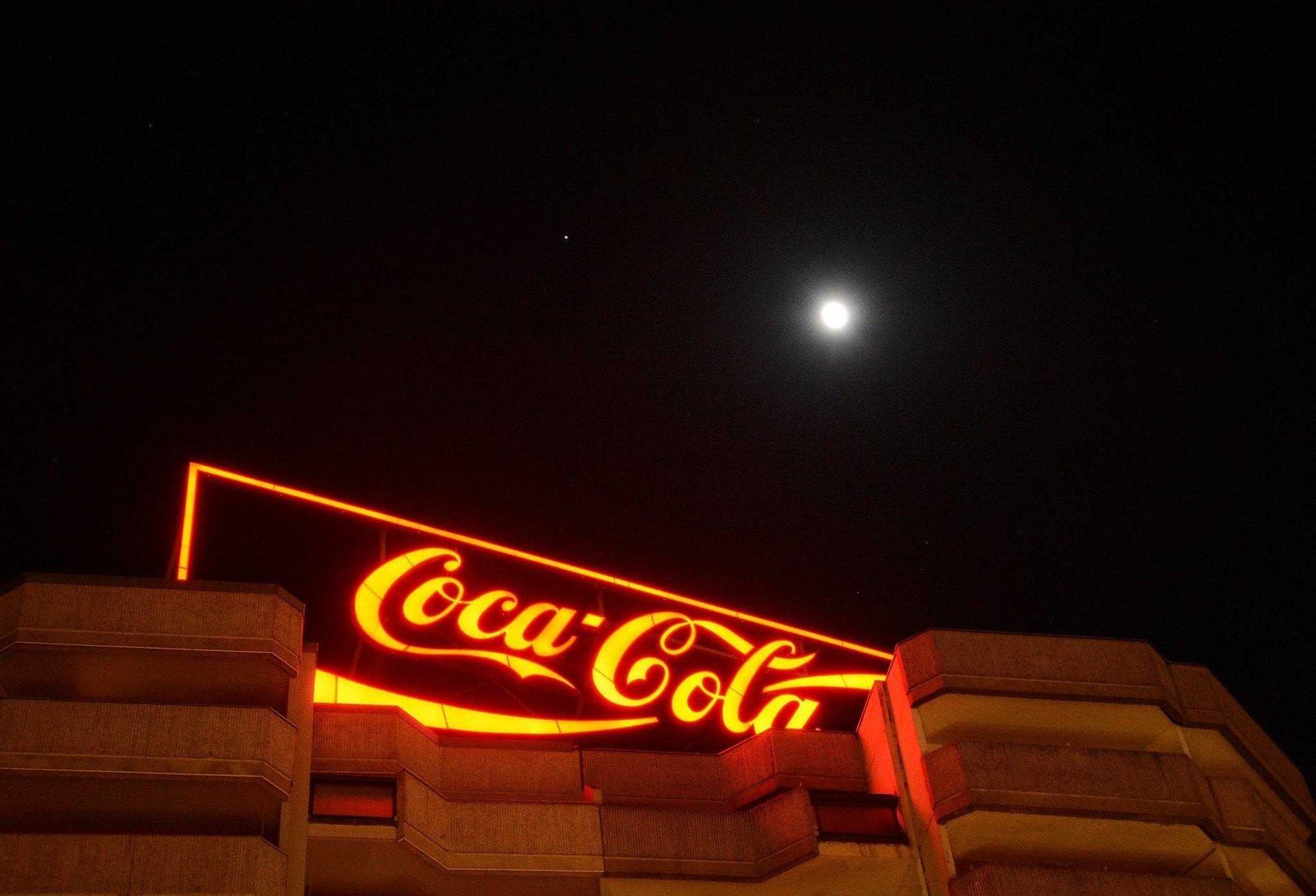 coca cola tafel spitteleck berlin nachts mond