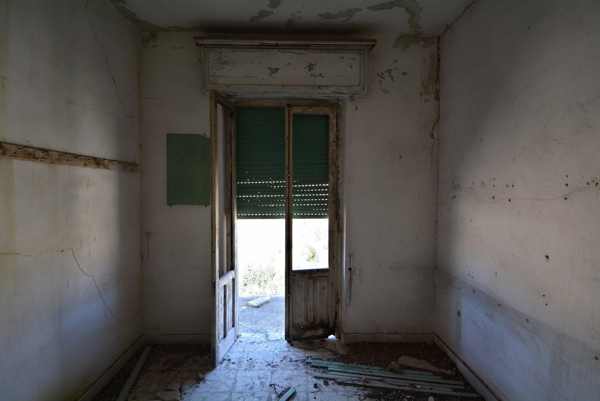 abandoned room gibellina
