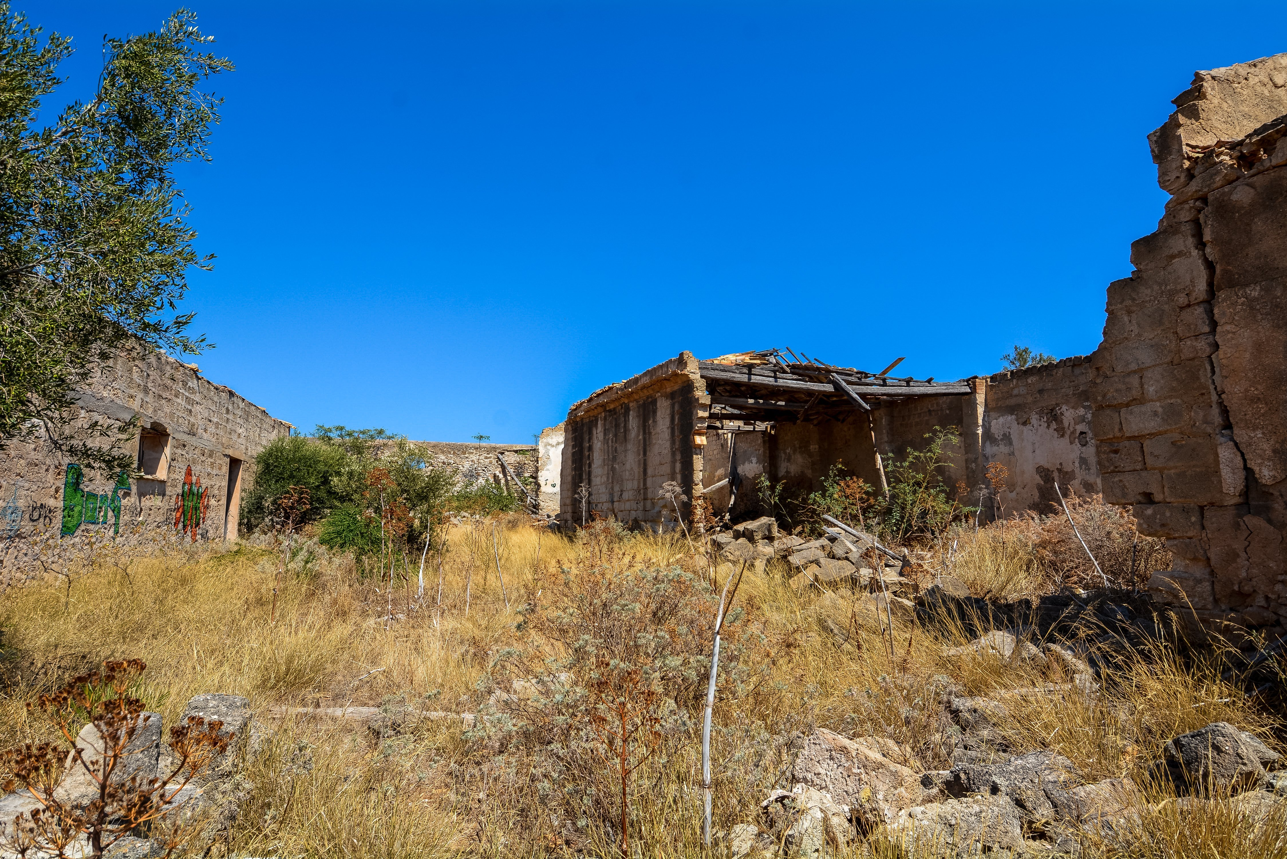 interior ruins tuna factory fishing san vito lo capo tonnara del secco abandoned urbex lost places italy sicily courtyard