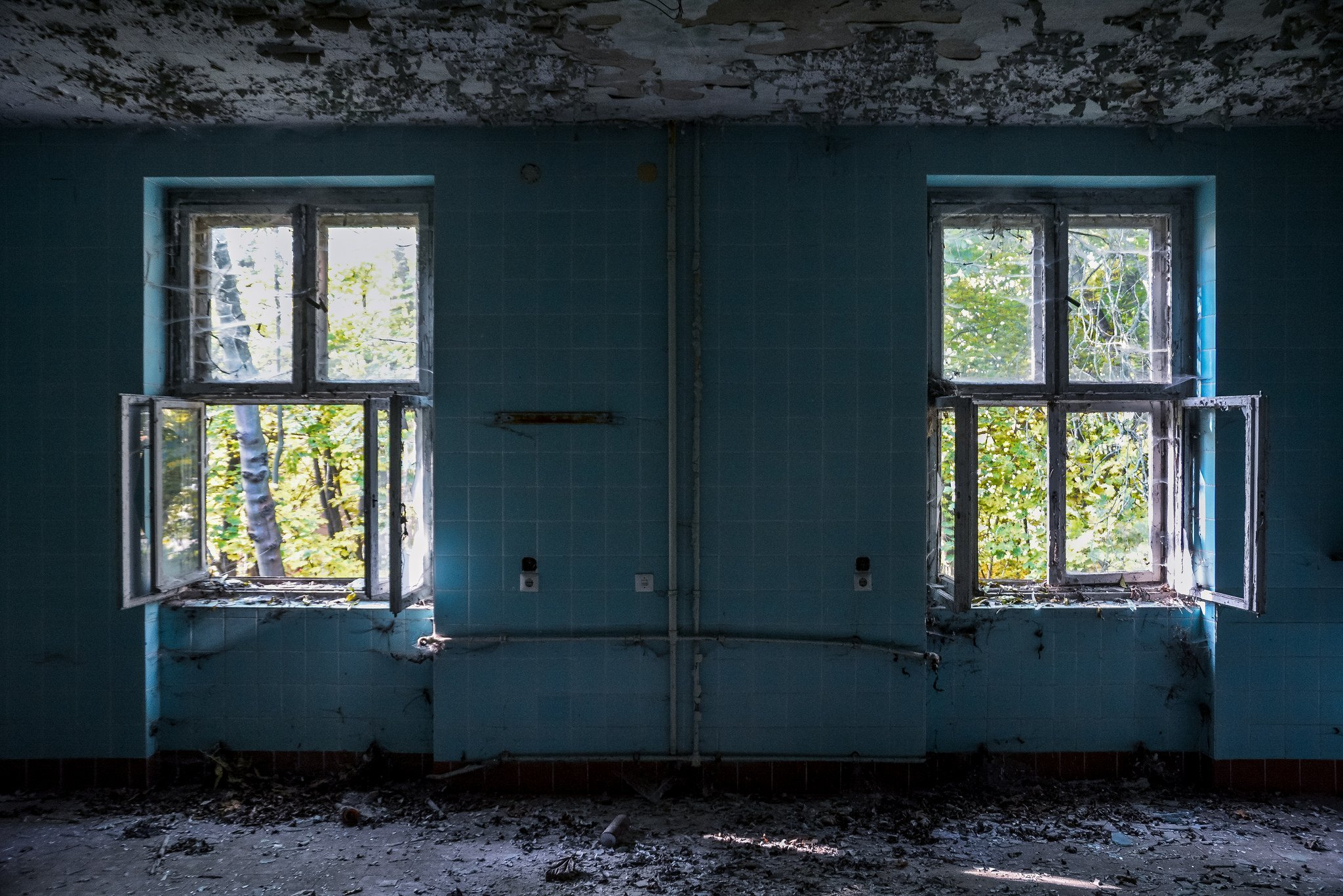 abandoned hospital berlin verlassenes krankenhaus lost places urbex blue room