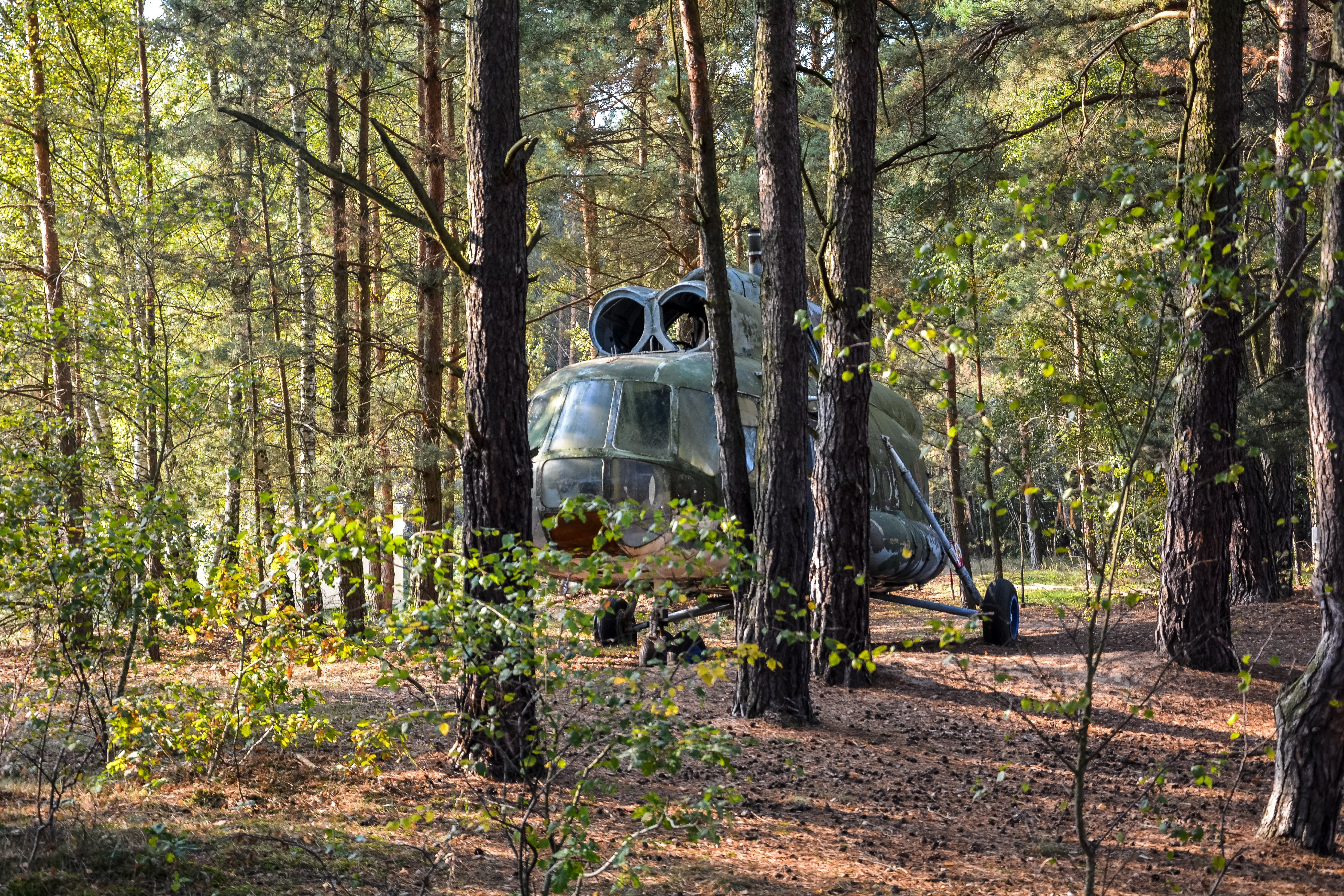 abandoned soviet helicopter russia mil mi 8 forrest lost places urbex abandoned places urban exploring ddr