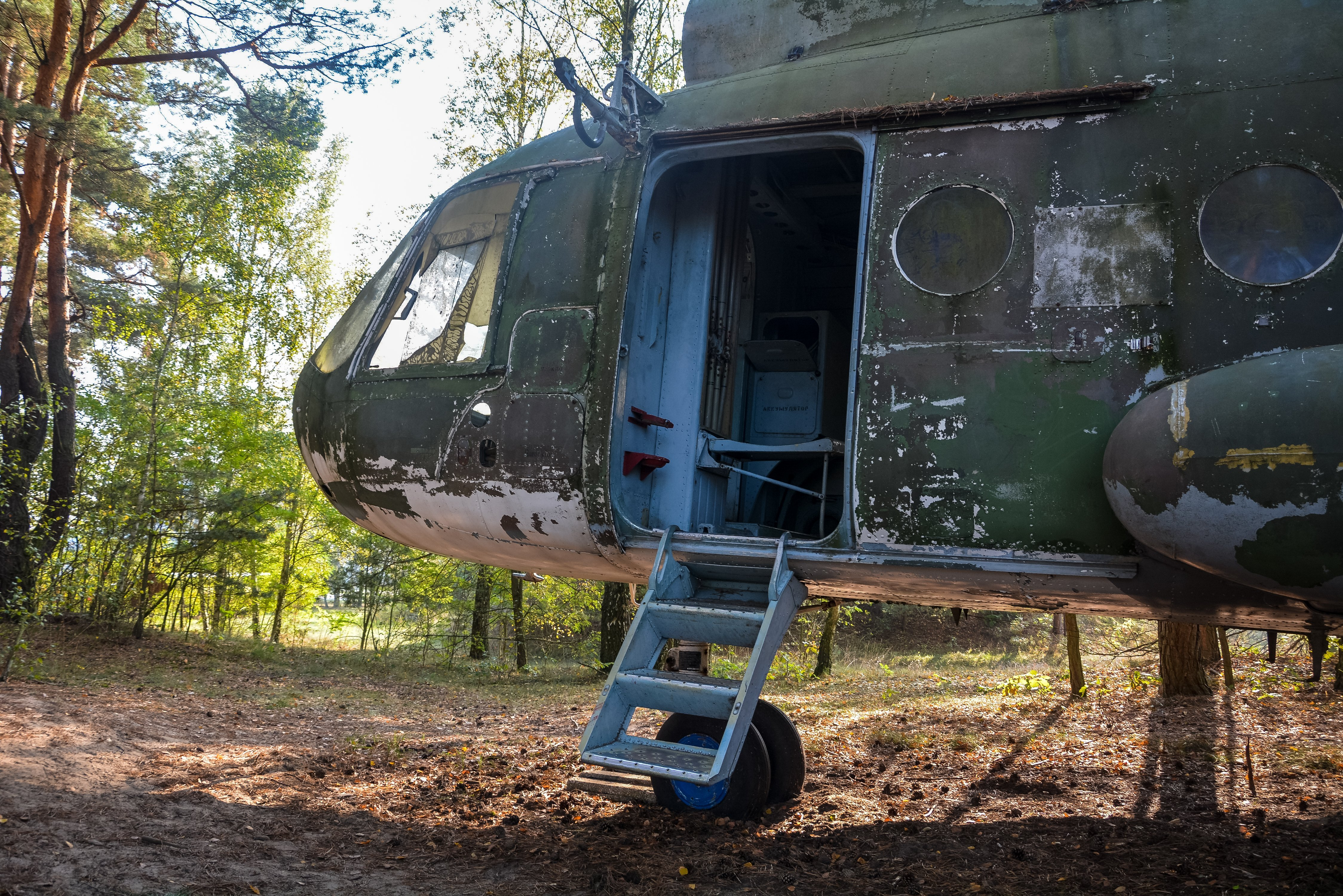 soviet russian mil mi 8 helicopter germany deutschland abandoned urbex lost places hubschrauber wald ddr front cockpit view