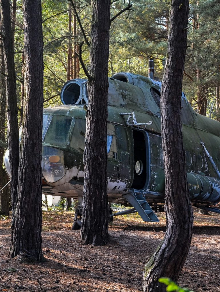 soviet russian mil mi 8 helicopter germany deutschland abandoned urbex lost places hubschrauber wald ddr