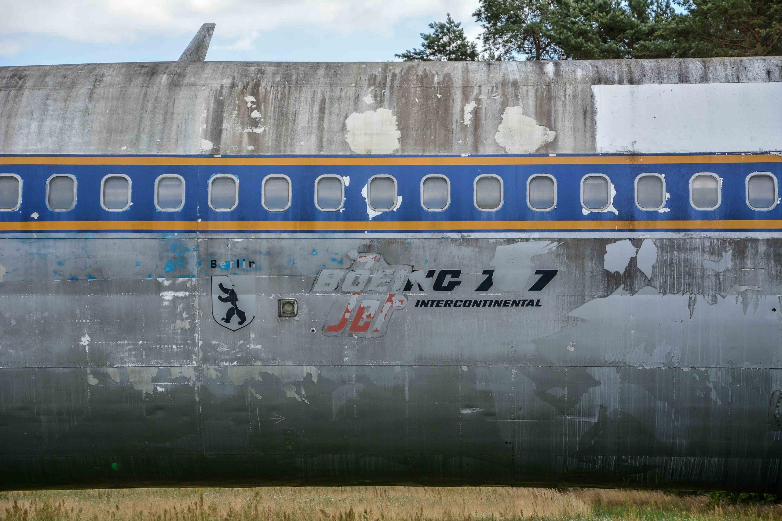 abandoned boeing 707 aircraft airplane livery tegel txl flughafen airport berlin germany deutschland