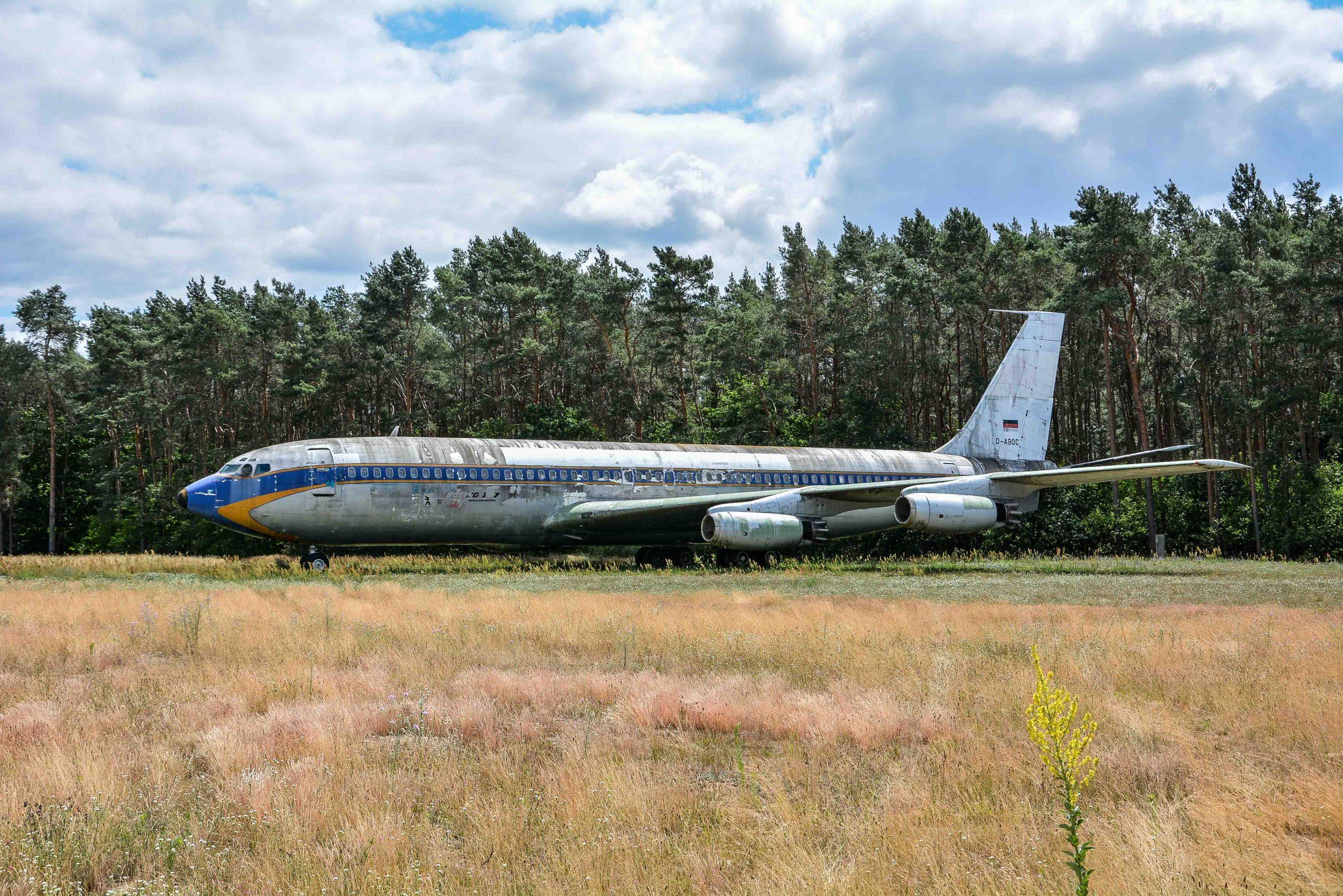 full view abandoned boeing 707 tegel txl flughafen airport berlin germany deutschland