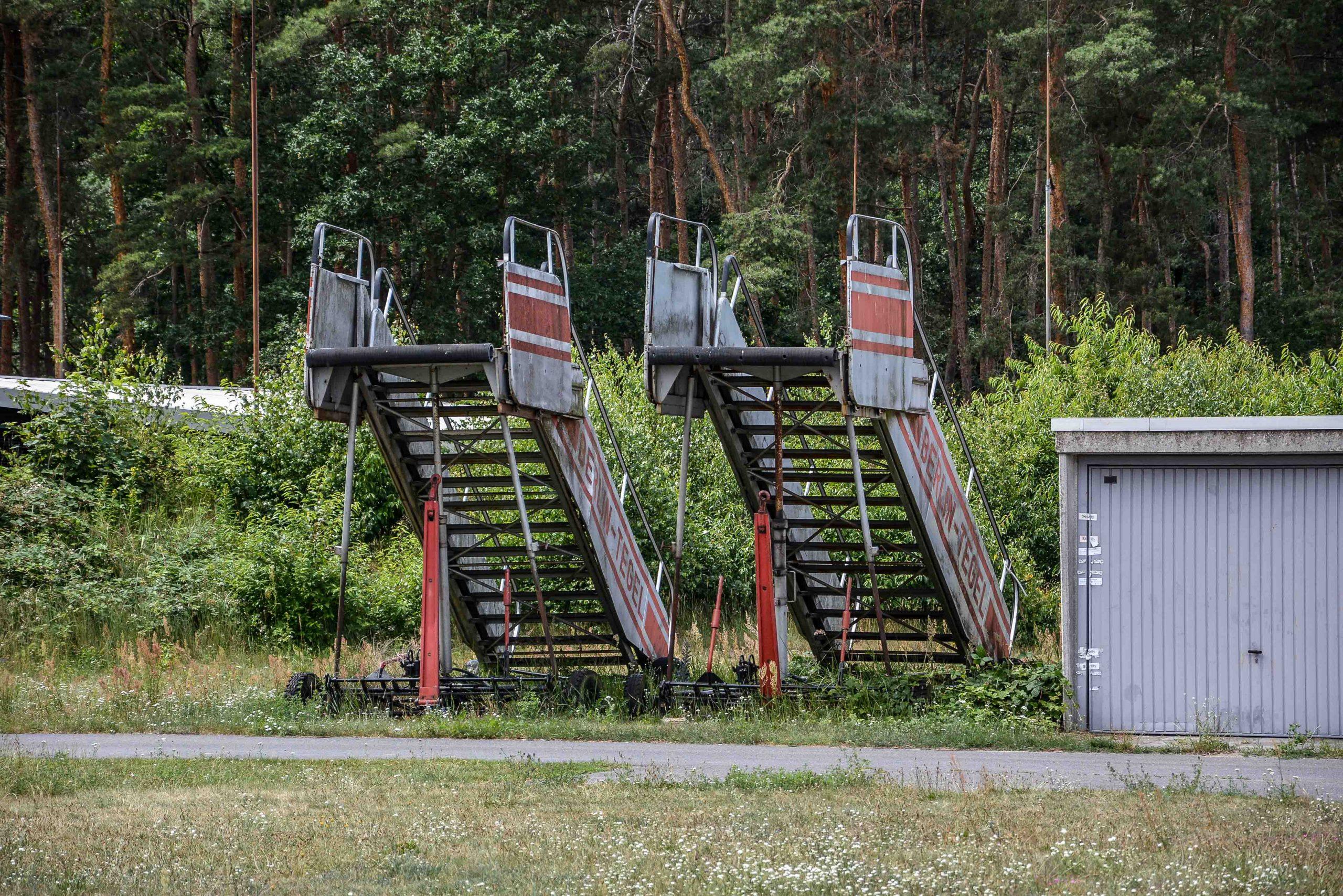 gangway stairs abandoned boeing 707 tegel txl flughafen airport berlin germany deutschland