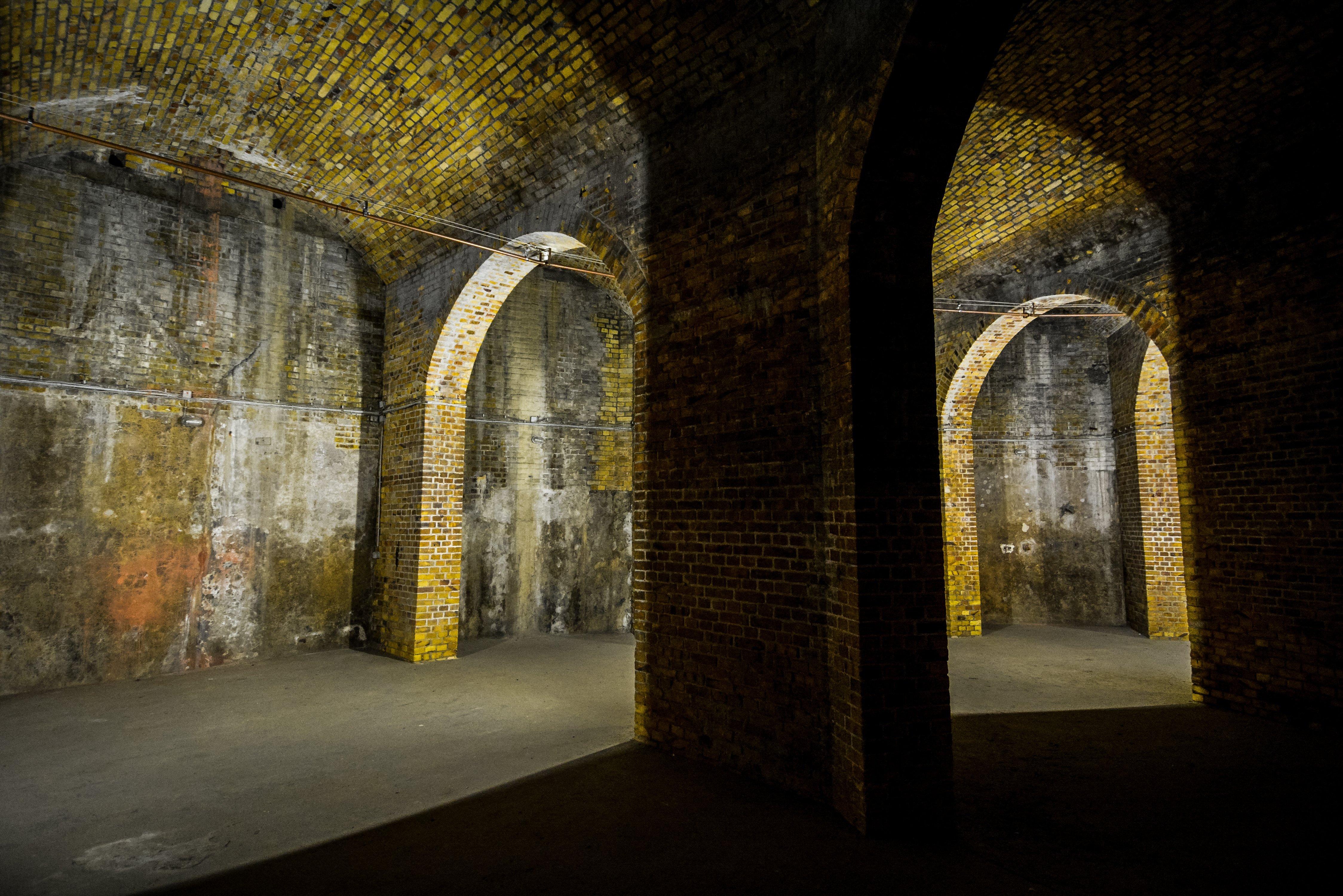 berlin prenzlauer berg wasserturm kleines wasserreservoir gewoelbe water tower small water reservoir interior catacombs arches