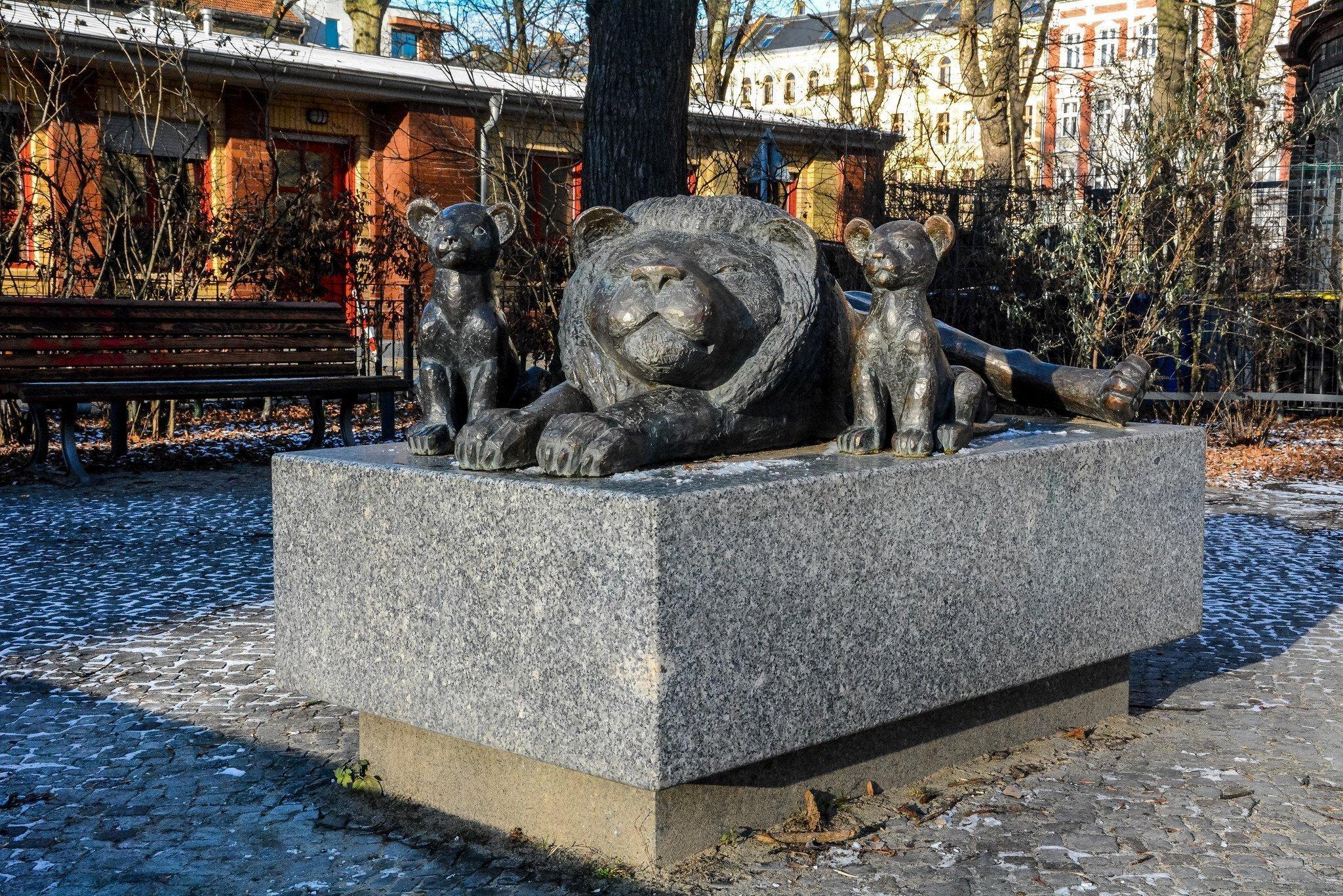 berlin prenzlauer berg wasserturm water tower loewen brunnen lion fountain
