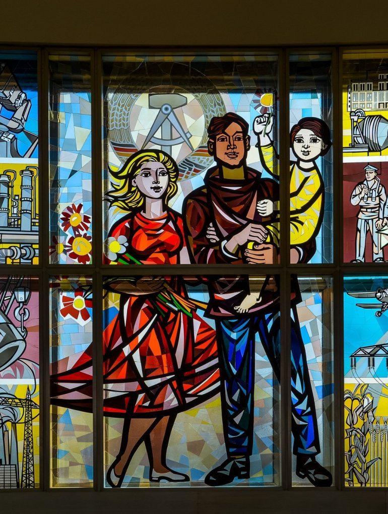 ddr wappen glassfenster staatsratsgebaeude berlin