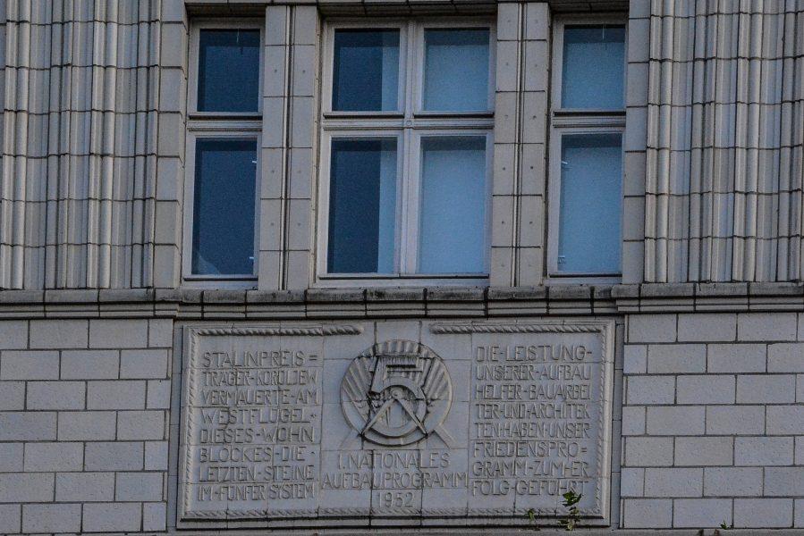 ddr symbole karl marx allee berlin germany rechte seite stalin allee