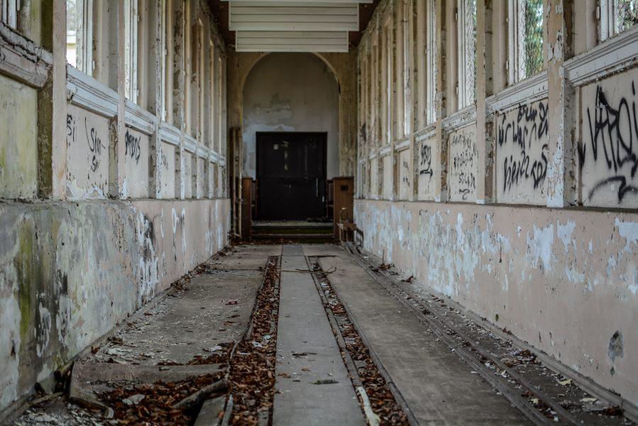 kegelbahn schloss dammsmuehle berlin lost places germany, abandoned berlin urbex castle