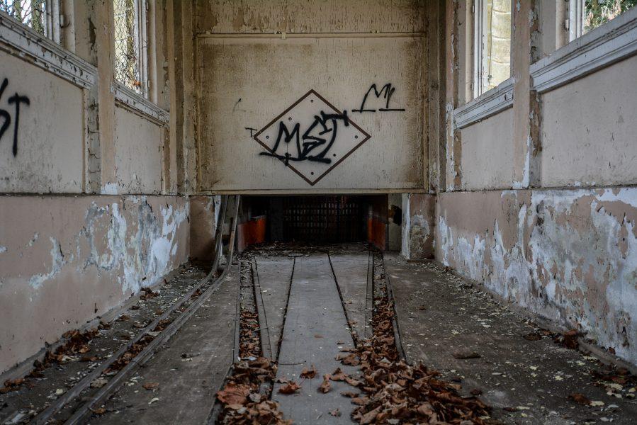 kegelbahn schloss dammsmuehle berlin lost places germany abandoned berlin urbex castle