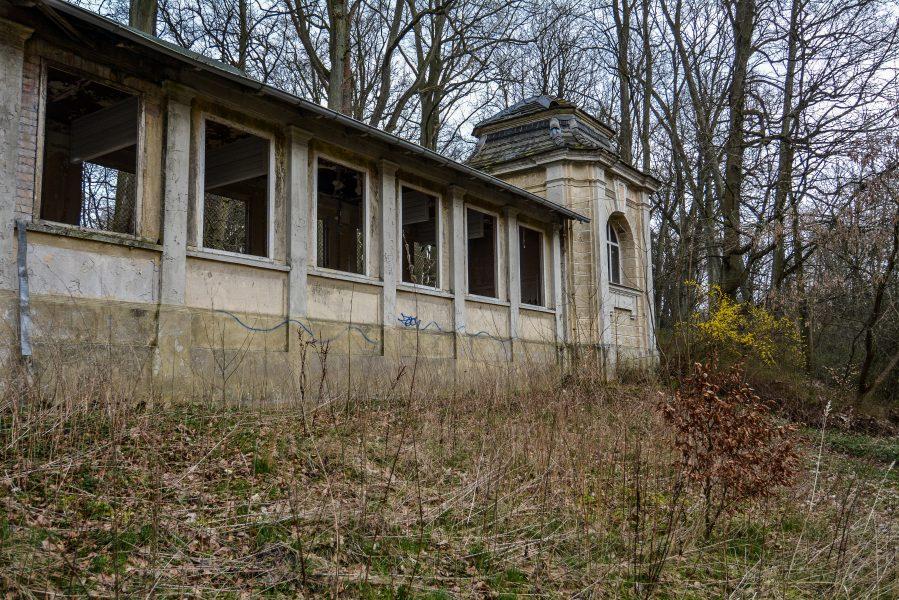 schloss dammsmuehle berlin lost places germany abandoned berlin urbex castle colonade