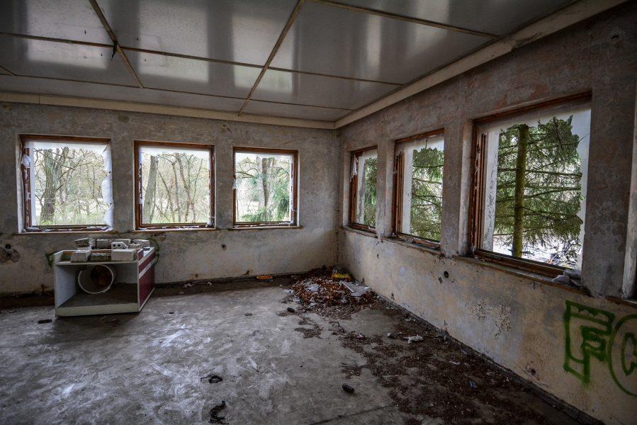 schloss dammsmuehle berlin lost places germany, abandoned berlin urbex castle farm windows