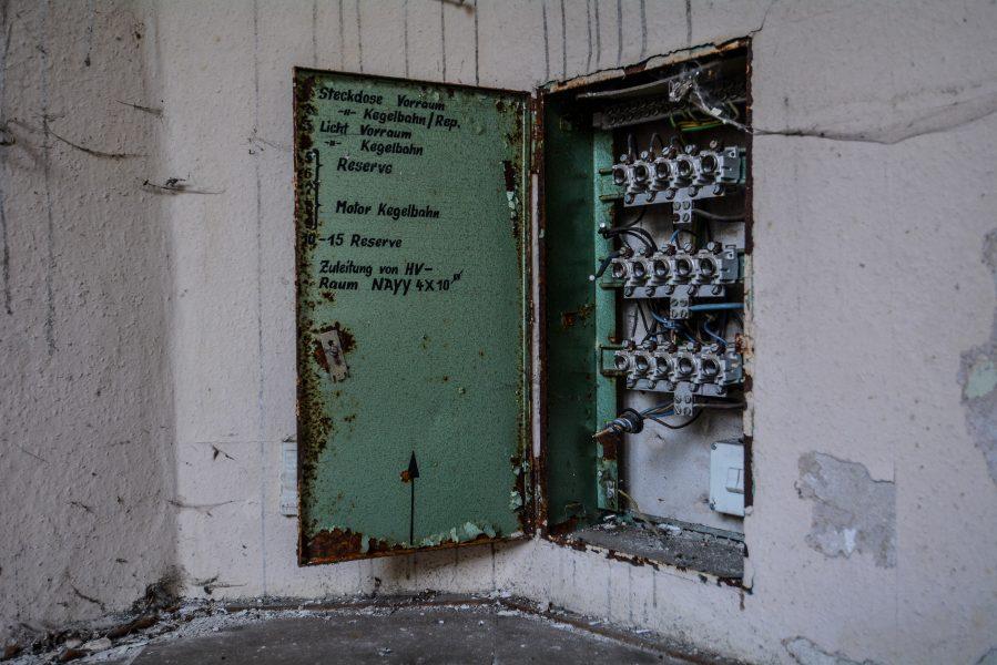 schloss dammsmuehle berlin lost places germany, abandoned berlin urbex castle fusebox