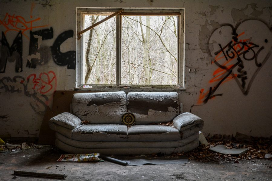 schloss dammsmuehle berlin lost places germany abandoned berlin urbex castle guest house couch