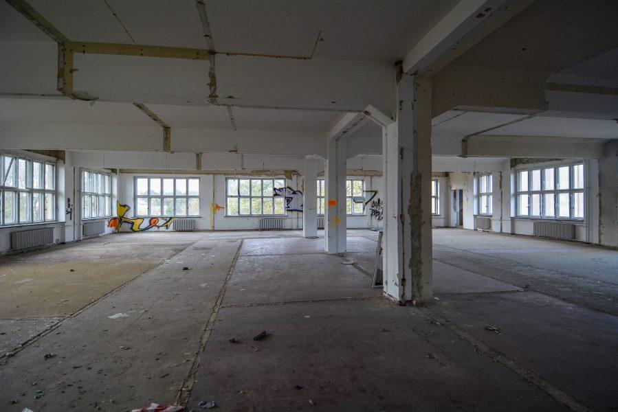 abandoned factory second floor pillar maschinenfabrik georg lensch lost places urbex urban exploring abandoned germany