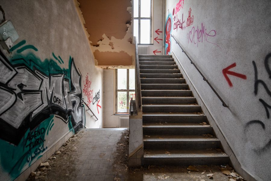 abandoned factory staircase second floor maschinenfabrik georg lensch lost places urbex urban exploring abandoned germany