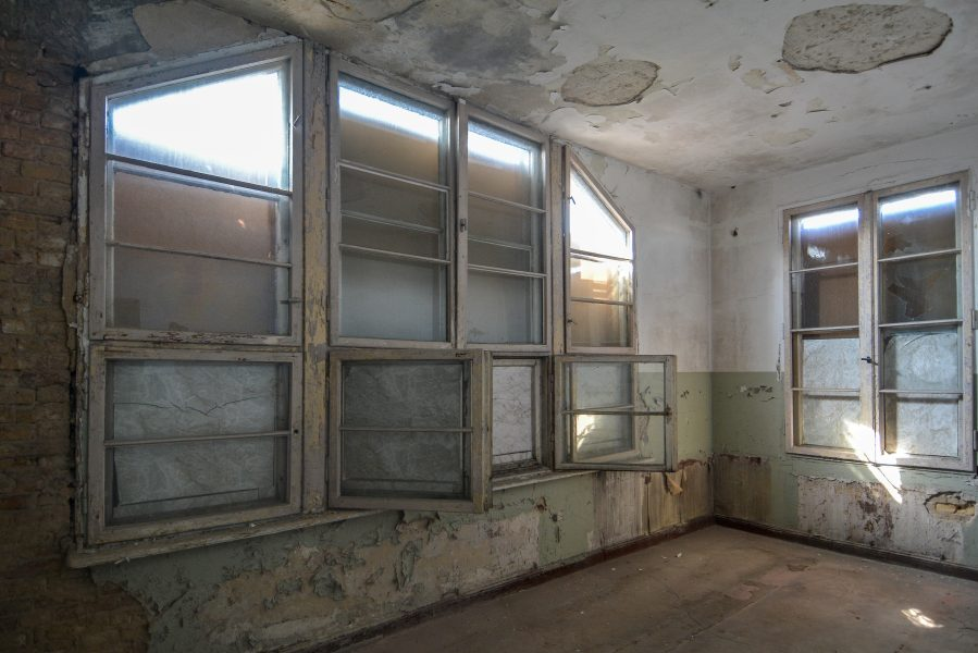 balcony windows room villa heike DDR stasi nazi archiv berlin germany abandoned lost places urbex urban exploring