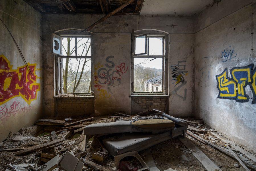 bed gasthof zum schwarzen adler ruedersdorf brandenburg deutschland germany abandoned lost palces urbex